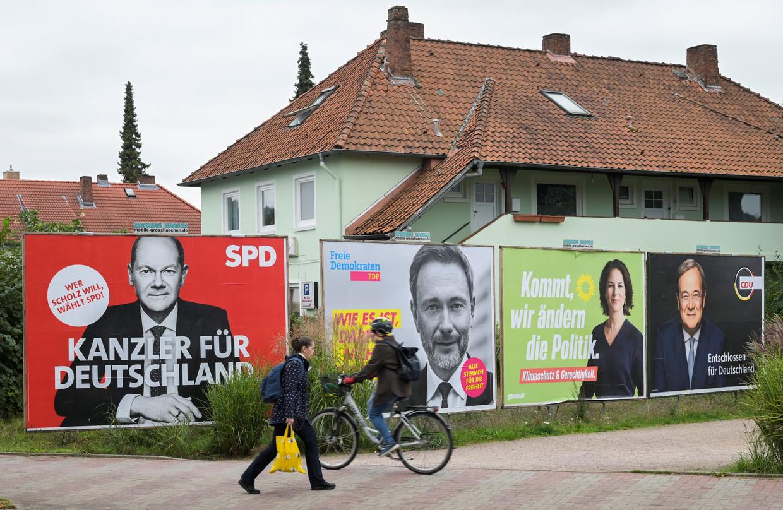 Verkiezingsposters in Schenefeld, bij Hamburg. Beeld Reuters