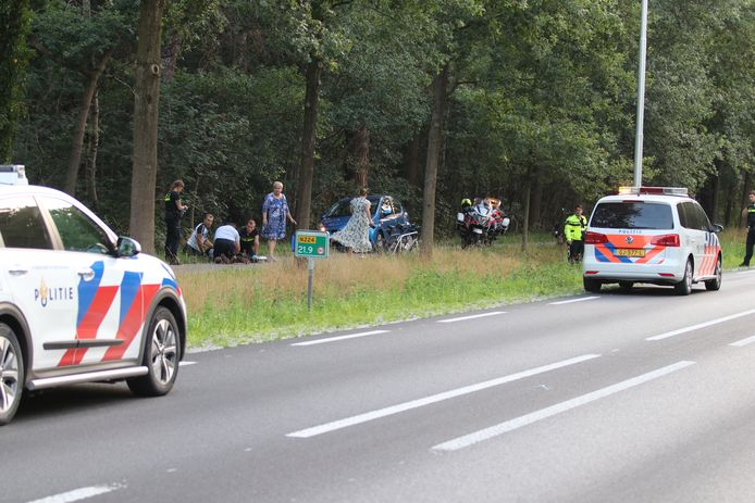 De politie ter plaatse na het ongeluk in Renswoude.