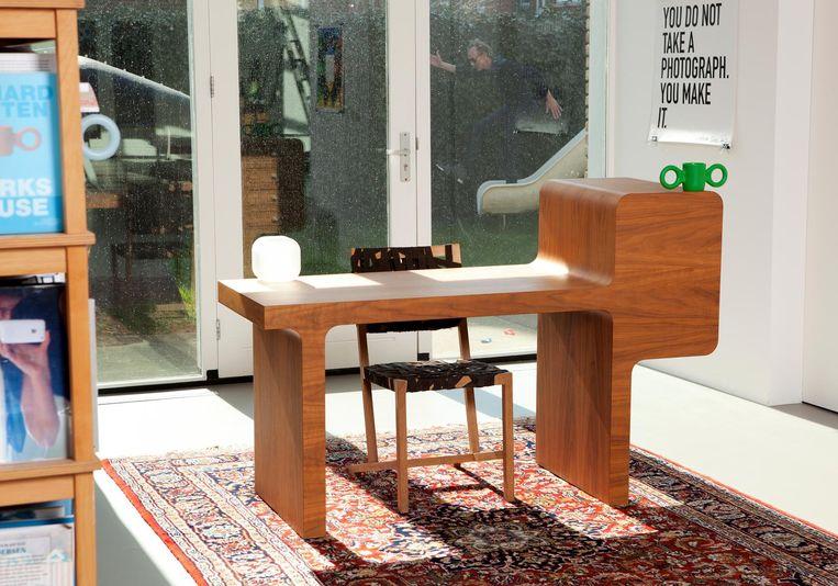 3 Minus 1-bureau en de Berlage-stoel van Hutten. Beeld Jaap Scheeren