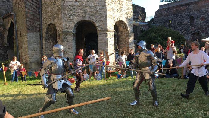 Echte ridders aan een eeuwenoude abdij