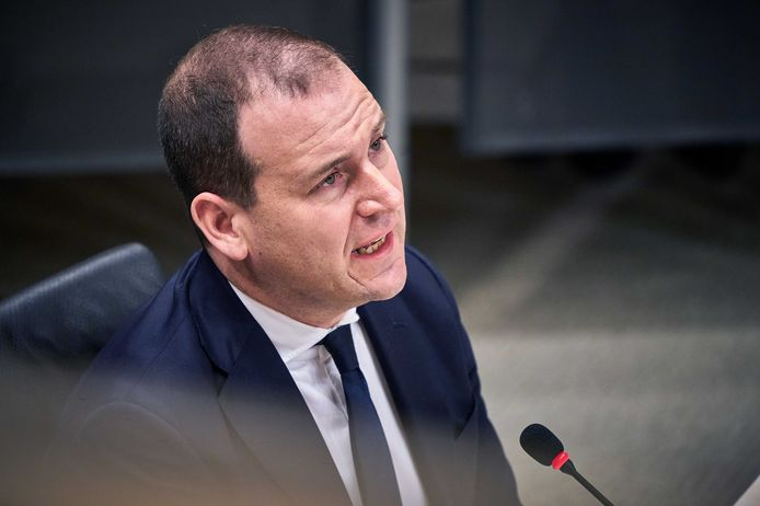 PvdA-leider Asscher bij zijn verhoor door de parlementaire commissie die onderzoek deed naar de toeslagenaffaire.