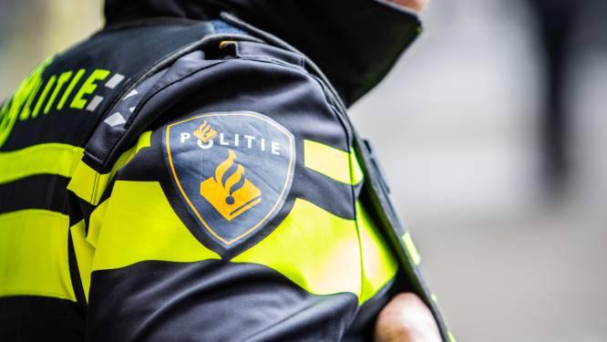 Jonge vuilnisman rijdt in Leusden met zijn scooter twee agenten aan. Maar was het nou een ongeluk...?