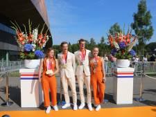 Paralympiërs gehuldigd in Sportcampus Zuiderpark: 'Gouden medailles glinsteren me hier tegemoet'