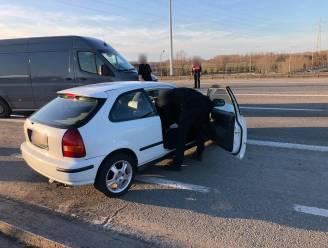 Partner trekt doelbewust handrem op in auto en veroorzaakt ongeval, nadien zet hij het op een lopen maar wordt snel gevat