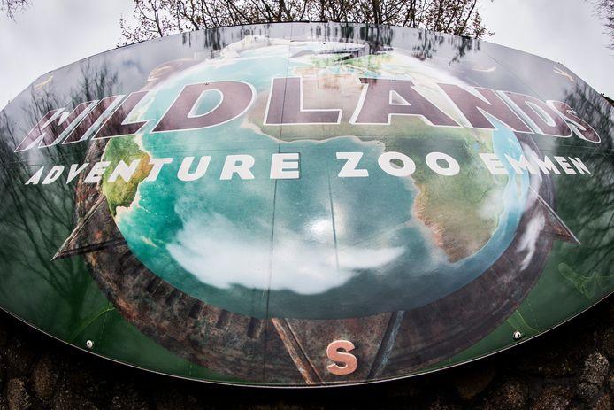 Bord met logo van Wildlands Adventure Zoo.
