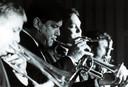 Tom Baker speelt mee met Swingcats. Deze keer op trompet.