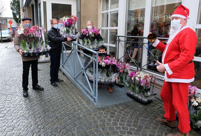 Lions Heerlijkheid Mechelen schonk dinsdag orchideeën aan het Milsenhof.
