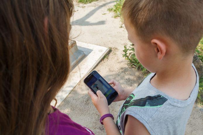 Kinderen met de Happy Life-app.