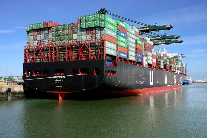 De transmigranten verschuilden zich afgelopen weekend op een vol containerschip in de haven van Zeebrugge. (illustratiebeeld)
