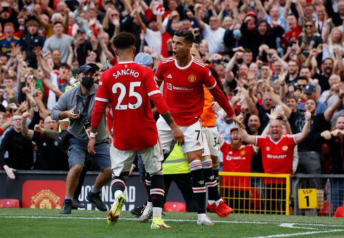 Cristiano Ronaldo viert zijn tweede treffer namens Manchester United tegen Newcastle United.
