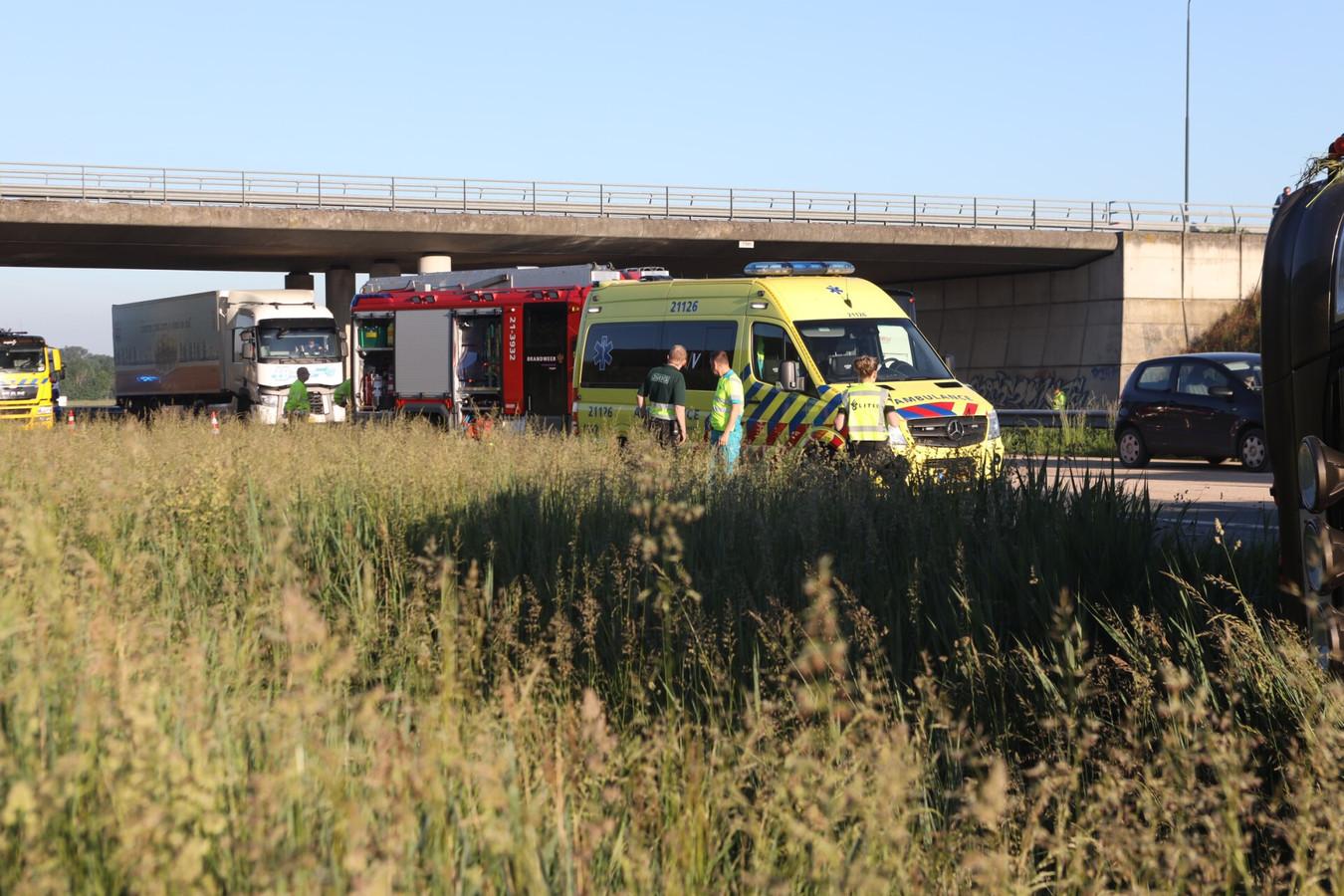 Vrachtwagen gekanteld op de A50 bij Veghel.