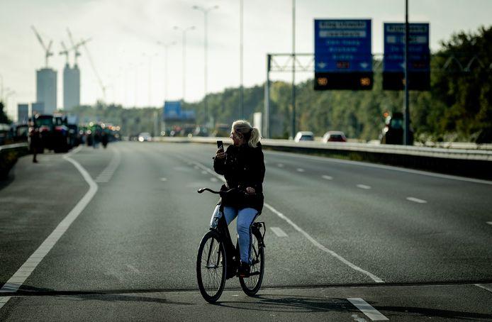 Bij eerdere boerenprotesten verschenen ook al fietsers op de snelweg omdat trekkers de weg blokkeerden voor andere auto's.