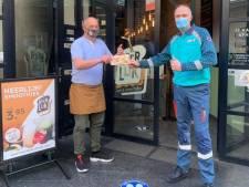 Ambulanceverpleegkundige koopt van zijn zorgbonus honderd tosti's