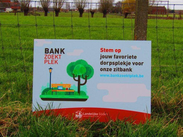 De Landelijke Gilde van Sint-Pieters-Kapelle houdt de actie 'Bank zoekt Plek'.