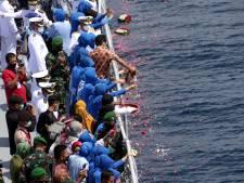 Indonesië gaat gezonken onderzeeër bergen