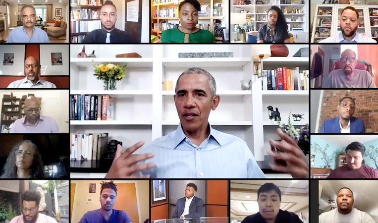 Barack Obama sprak  jongeren woensdag toe via Zoom. Beeld AFP