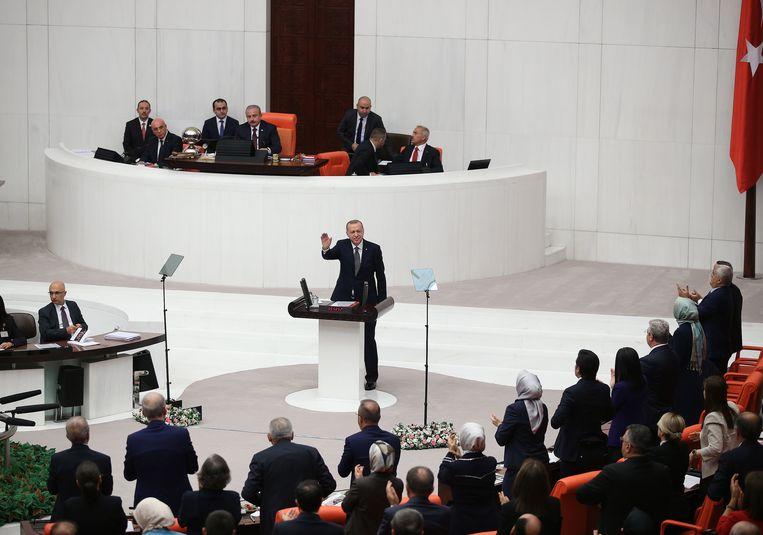 Erdogan in het Turkse parlement. Beeld EPA