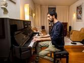 Het houdt niet op voor Iraanse pianist Farid: optreden Doelen én cd!