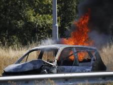 Auto in brand op A73: file tussen Boxmeer en knooppunt Rijkevoort voorbij