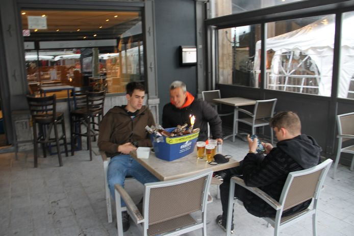 Heropening terrasjes op de Grote Markt in Izegem