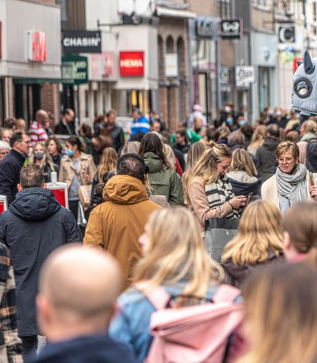 Blijf-thuis-advies aan dovemansoren gericht: 'Je ziet hele gezinnen lopen in binnenstad'