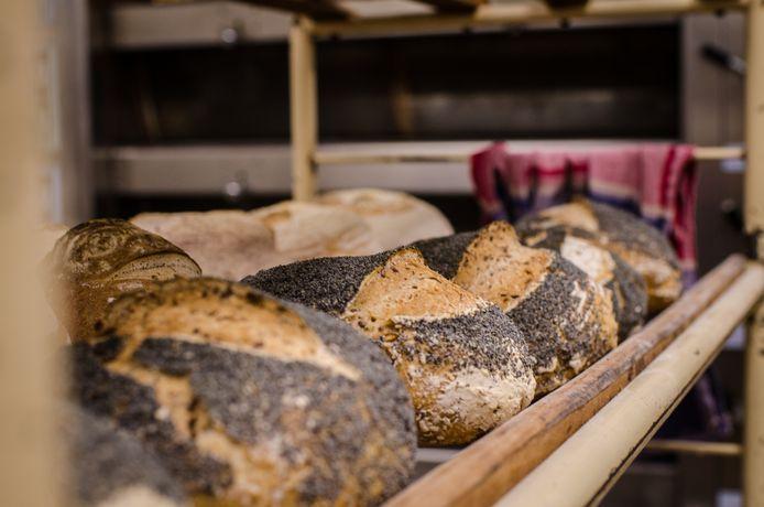 Pierre utilise plusieurs farines et ajoute des graines à ses pains.