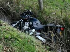 Motorrijder gaat onderuit en raakt gewond in Enschede