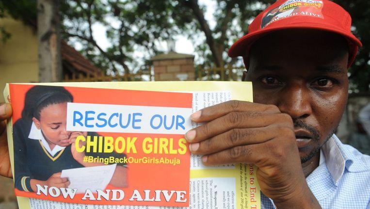 In Nigeria worden flyers uitgedeeld om de terugkeer van de ontvoerde meisjes te bespoedigen.