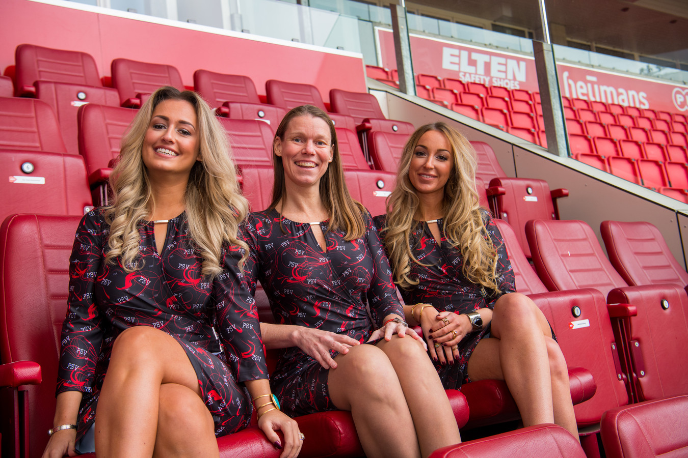 Nicole van den Broek heeft een speciale PSV Jurk ontworpen. Voor het eerst een echt vrouwelijke supportersoutfit.