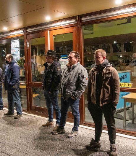 Snackbarbeschermers zijn klaar voor 'patatje oorlog' in Harderwijk, maar rellen blijven uit in de stad