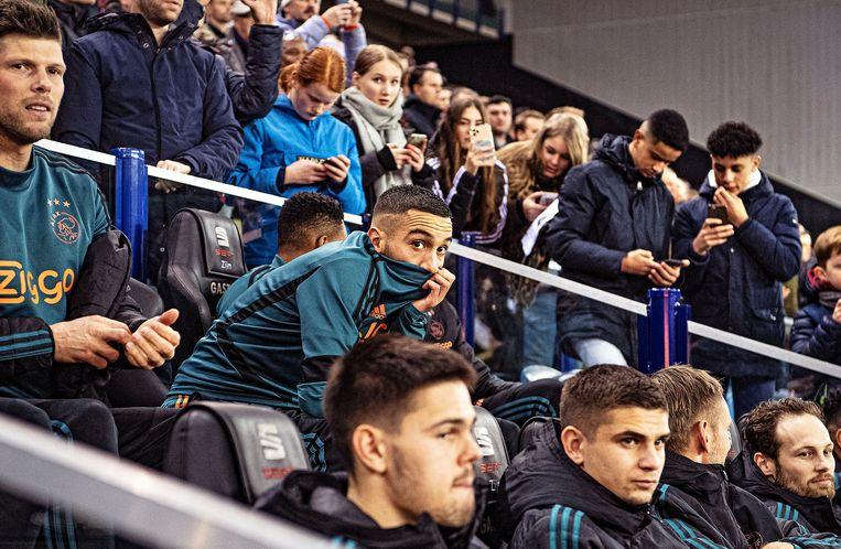 Hakim Ziyech zit nog op de bank tijdens de bekerwedstrijd tegen Vitesse, net als Daley Blind.   Beeld Guus Dubbelman / de Volkskrant