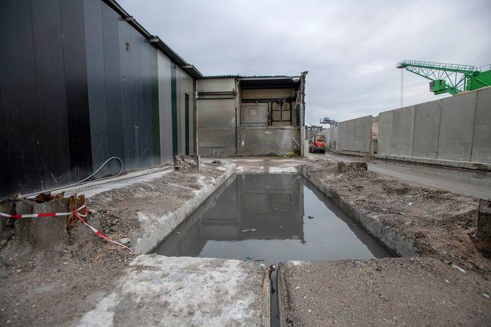 Lege plek van de betonsilo is ingestort.