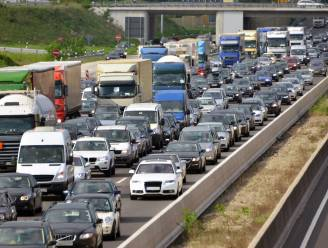 """Bellem en Lotenhulle kunnen sluipverkeer niet meer slikken door files aan werken E40: """"Je staat er langer in de file dan op de snelweg"""""""