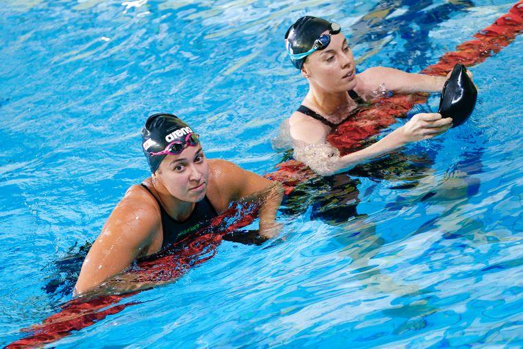 Femke Heemskerk en Ranomi Kromowidjojo na afloop van de 100 meter vrije slag tijdens de Swim Cup in Amsterdam. Beeld ANP