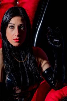 Prostituees in Lelystad onbeperkt aan de slag en dat is een revolutie: van de duisternis naar het (neon)licht