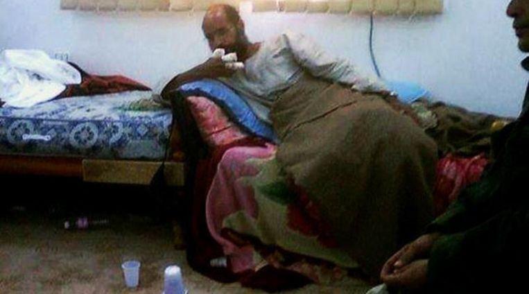 Eerste beelden van de opgepakte Saif-al Islam Gaddafi, zoals die vanmiddag door Al Arabiya werden vertoond. Beeld
