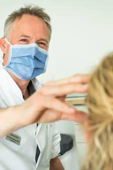 Cosmetisch kliniek heeft het druk: Nederlanders ergeren zich door videobellen aan hun plooien en rimpels