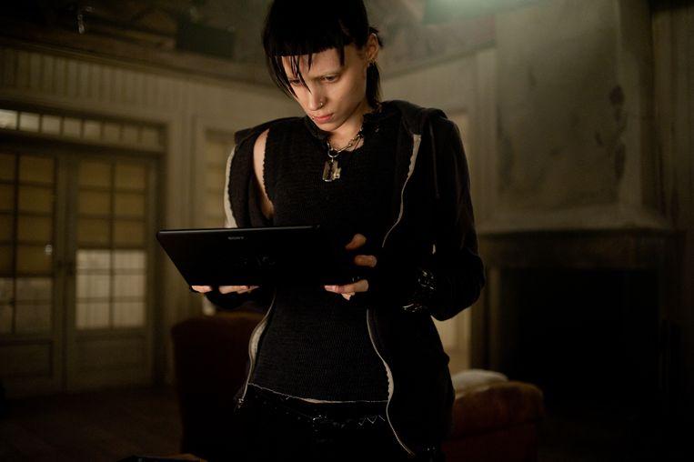 Rooney Mara speelt Lisbeth Salander in 'The Girl with the Dragon Tattoo'. Beeld Humo