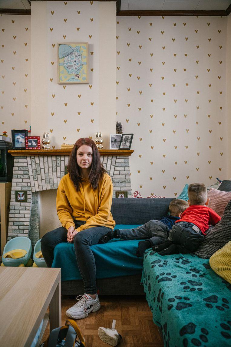 Ilyana Roels en haar tweelingzoontjes. Beeld Wouter Van Vooren