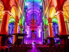 Westerkerk in regenboogkleuren verlicht tijdens Pride