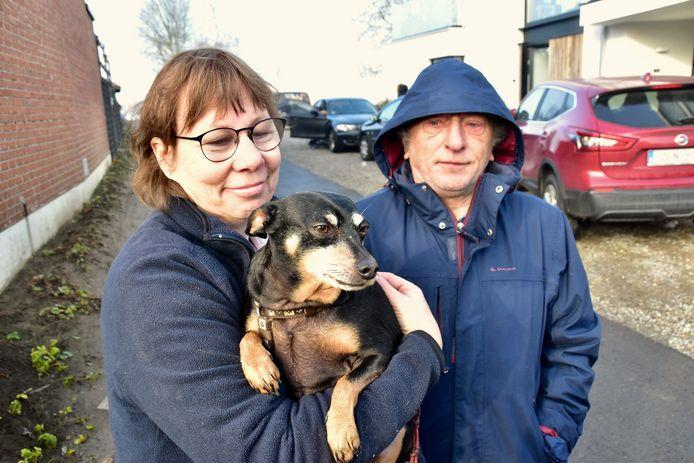 Anna Dooms (56) en Ernie Demuysere (67) zijn hun hond Tiko dankbaar, omdat het dier hen waarschuwde voor de brand.