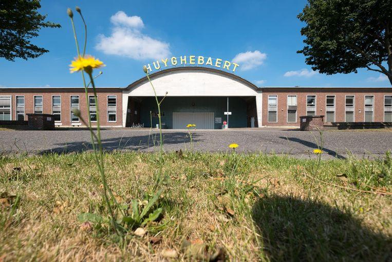Vastgoedontwikkelaar Bremhove gaat de gebouwen van Huyghebaert verbouwen. Er komt plaats voor een vijftal semilogistieke bedrijven.