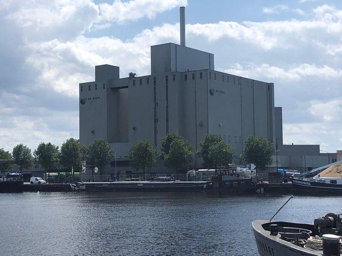 Gassen vrijgekomen op schip voor mengvoerbedrijf De Heus in Veghel.