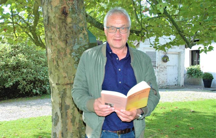 """""""Zonde van Nini heb ik op een paar uur geschreven, in een roes"""", zegt Stef Vancaeneghem over zijn eerste roman."""