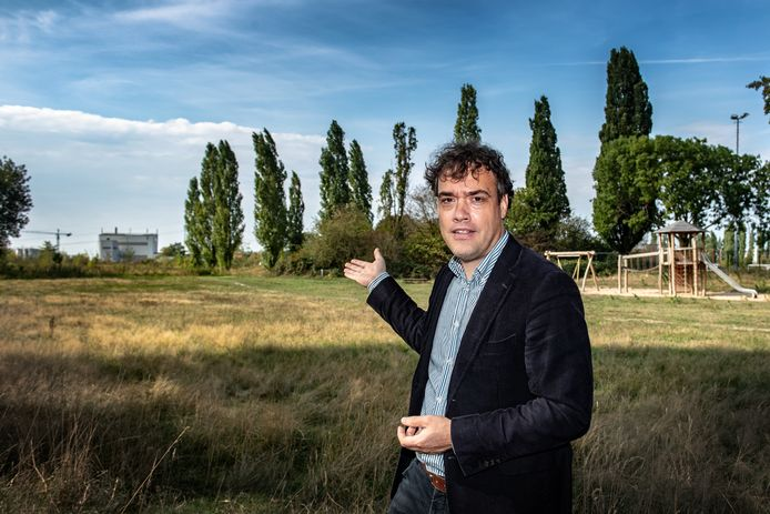 Voorzitter Roel van Tiel van Vereniging Dorpsbelang Hees maakt zich al veel langer zorgen over de uitstoot van asfaltfabriek Dura Vermeer.