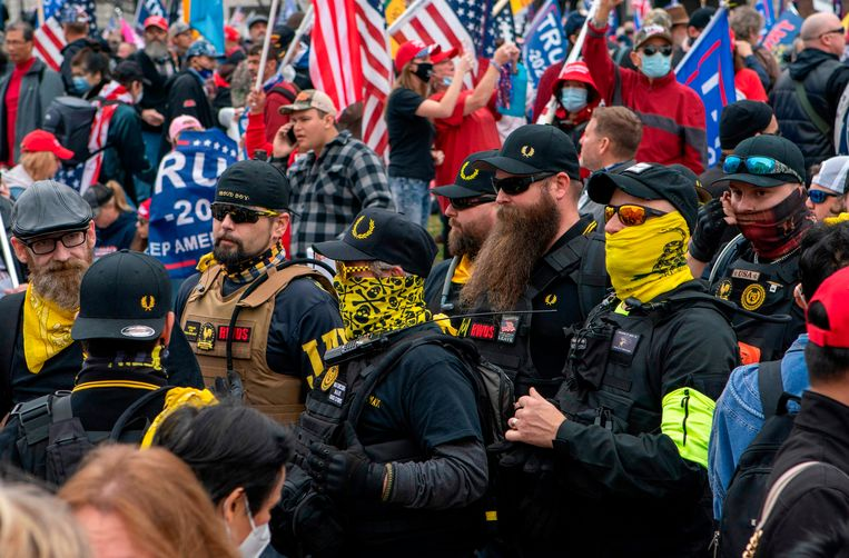 Er waren ook leden aanwezig van de Amerikaanse extreemrechtse beweging 'Proud Boys'. Beeld AFP