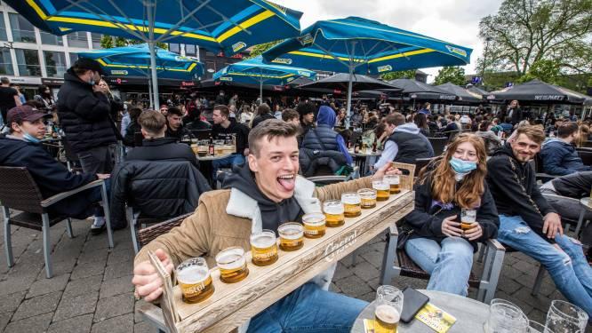 Pintjes, pintjes en nog eens pintjes: Hasseltse jongeren vinden de weg naar terrassen, politie temt vechtpartijtjes