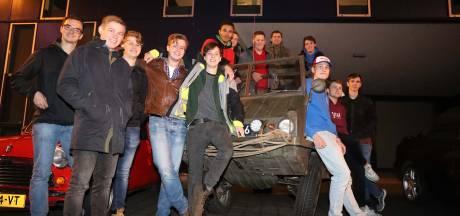 De Beunbazen in Eindhoven; studenten met weinig alcohol maar veel auto's