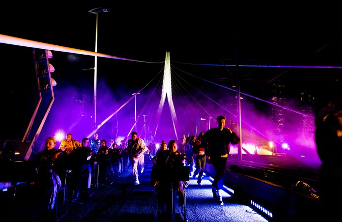 Volop actie op de brug. Zelfs de tuien trillen mee!