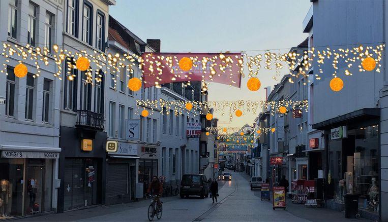 Er zijn ook overspanningen met 'gouden' bollen voorzien, zoals in de Lange Steenstraat.